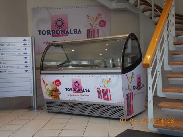Εφαρμογή ψηφιακών εκτυπώσεων σε ψυγείο παγωτών Fama