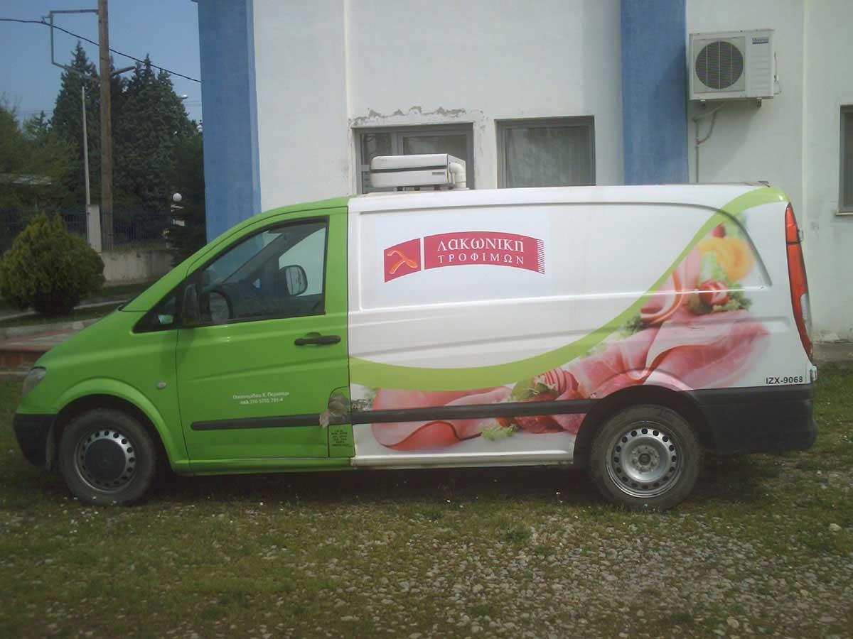Εφαρμογή αυτοκόλλητων σε όχημα Λακωνική τροφίμων