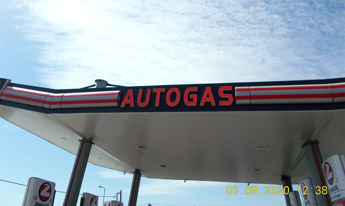AutoGas Led 3D γράμματα σε μετόπη στεγάστρου